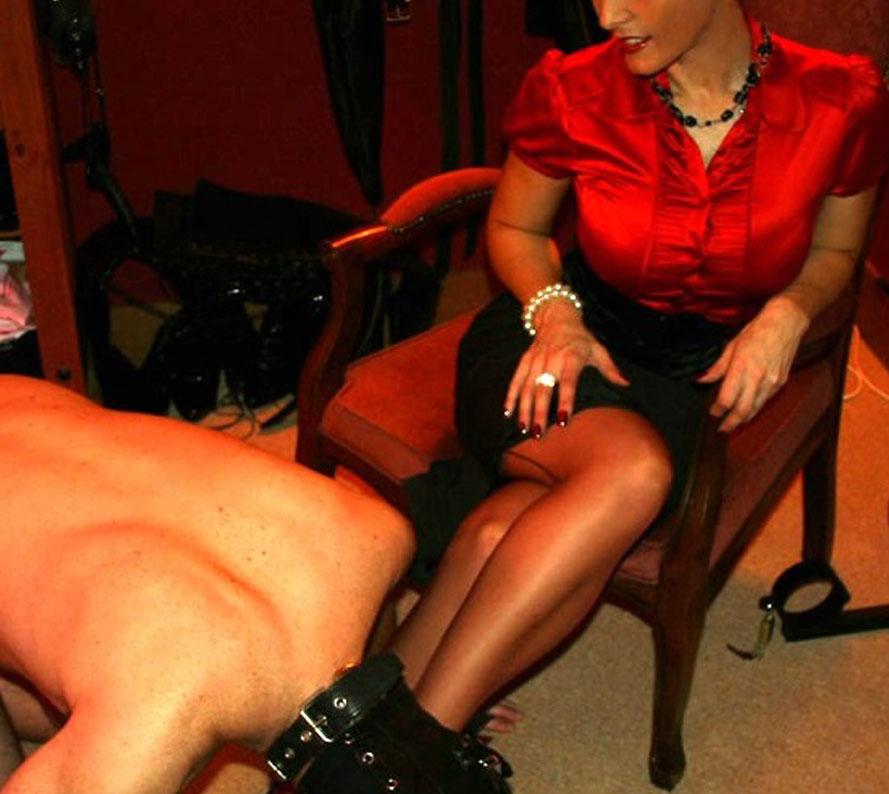 Maîtresse de pervers veut être introduit